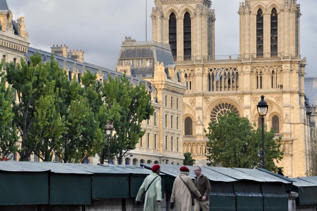 Deux bérets à Paris