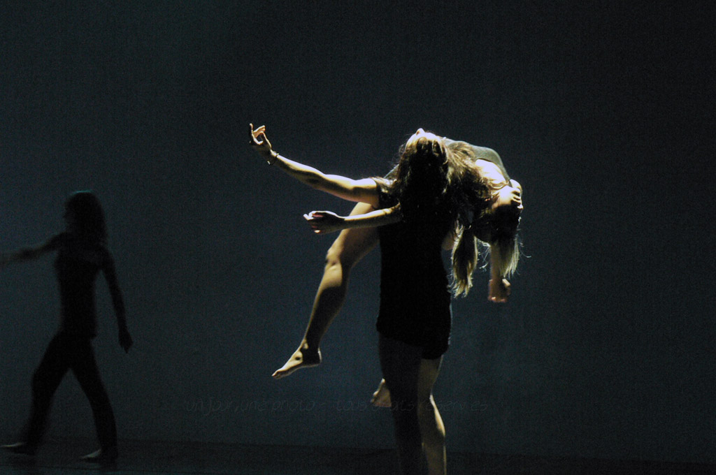 danse toujours, tu m'intéresses…7