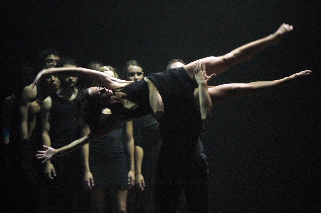 danse toujours, tu m'intéresses…6