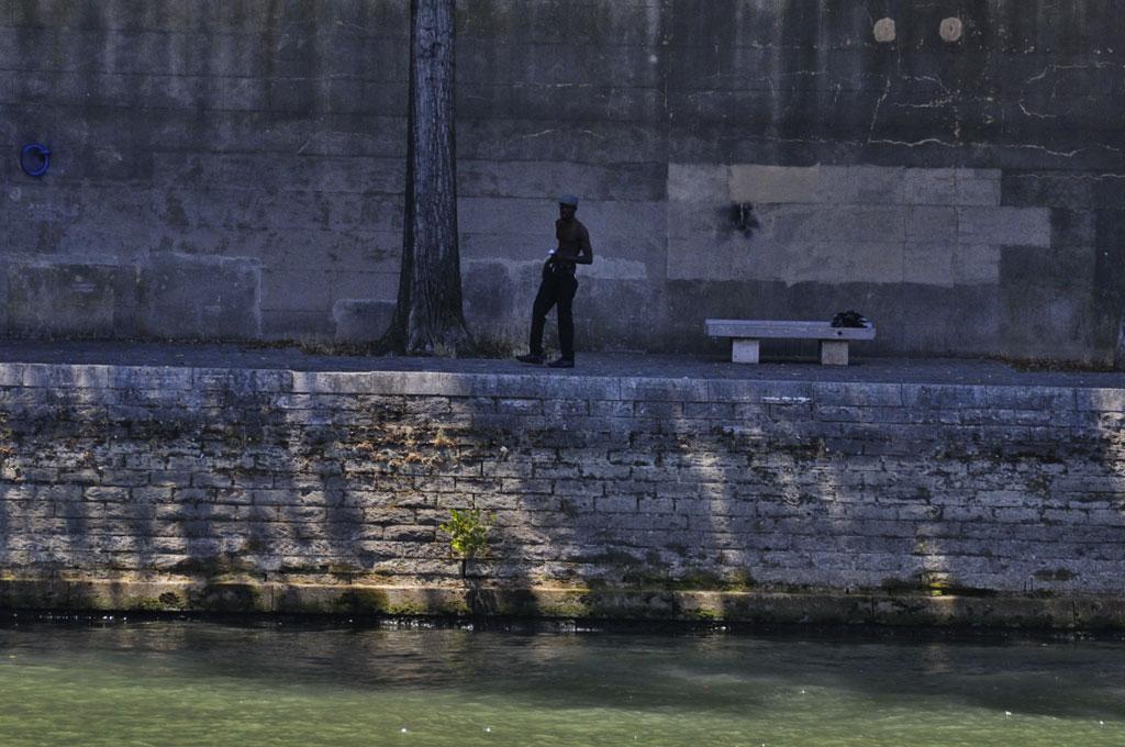 Bribe de vie sur les quais de Seine